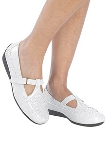 Women's Easy-Wear Shoes